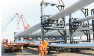 连云港港口首次完成满载4层风叶出口